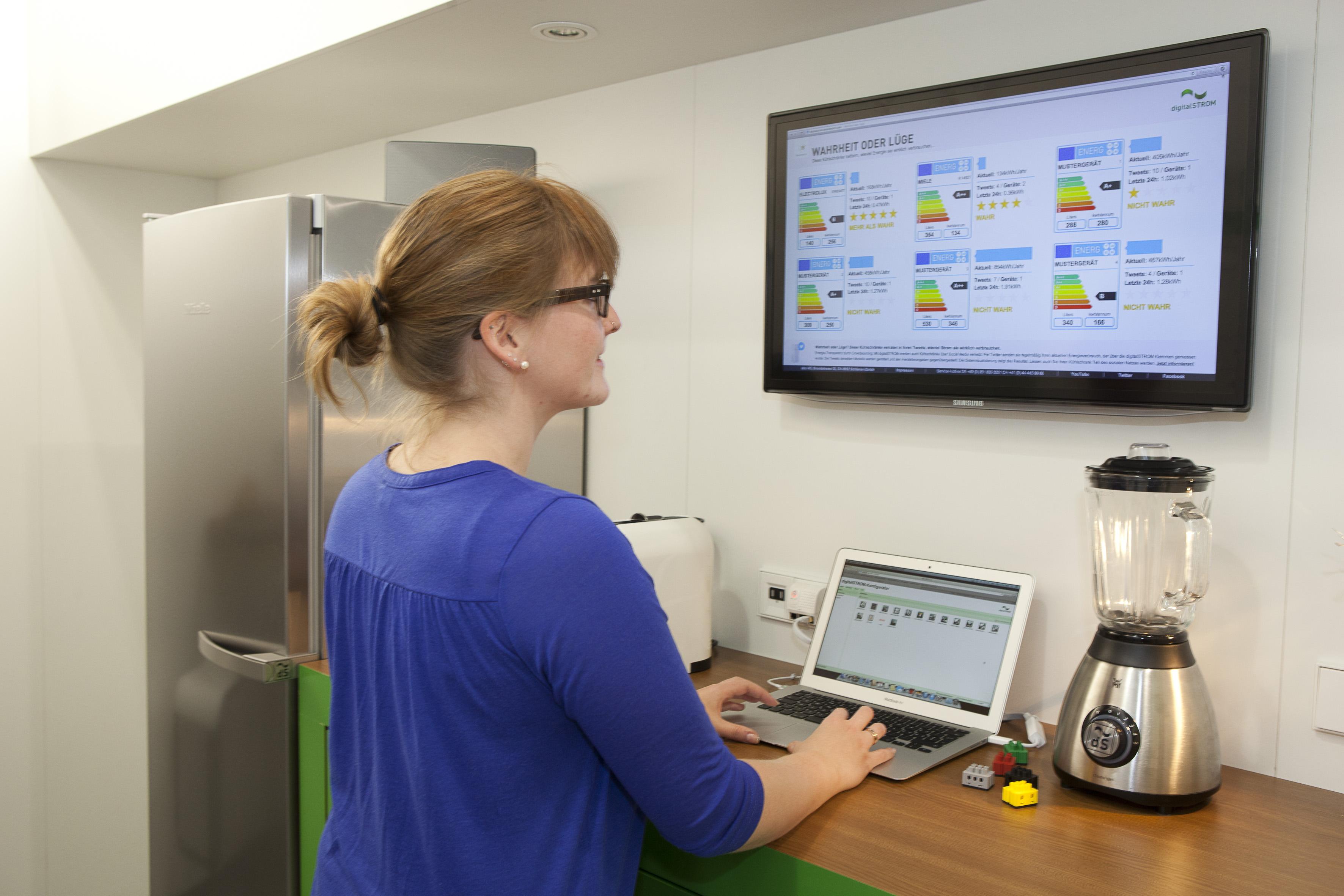 digitalSTROM_ Energieeffizienz von Geräten mit Social Media Tools aufdecken
