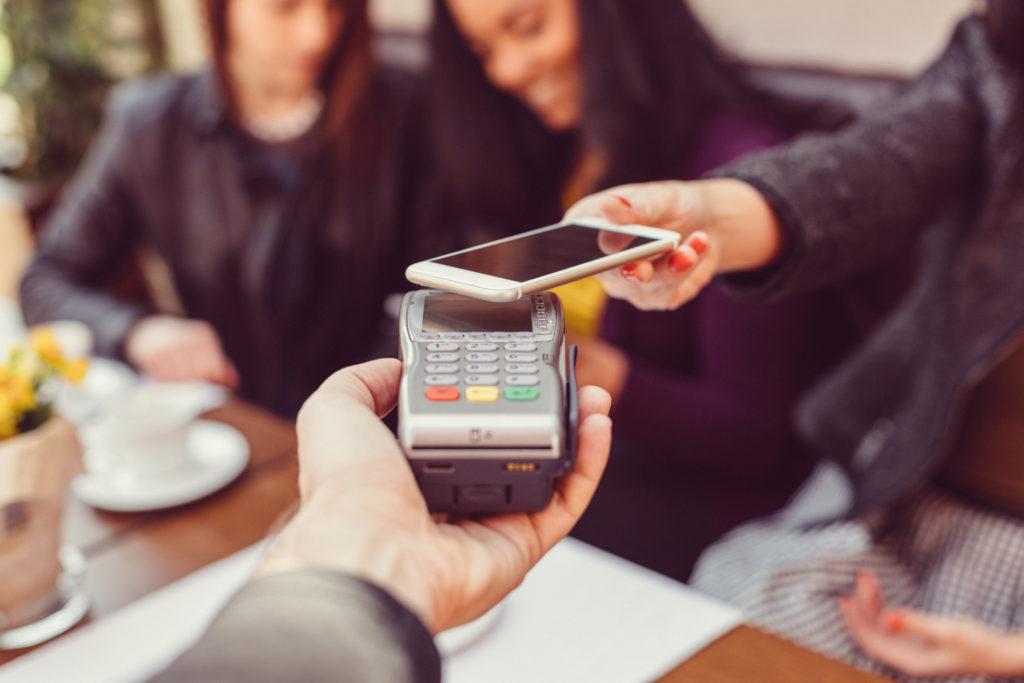Bargeldloses Bezahlen mit einem Smartphone